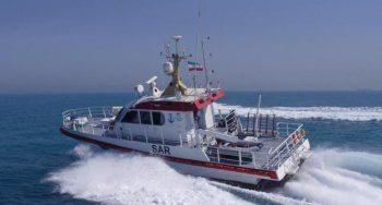 نجات جان ۸ دریانورد یک لنج باری در آبهای بندرلنگه
