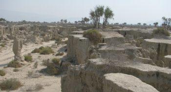 پیشروی خطرساز پدیده فرسایش خاک در غرب هرمزگان/ گالی ها روستای کُندُران را تهدید می کنند+تصاویر