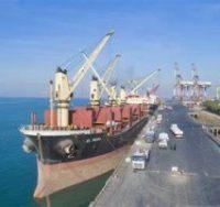 پهلو گیری ۹ فروند کشتی حامل نهاده های کشاورزی و دامی در بندر شهید رجایی